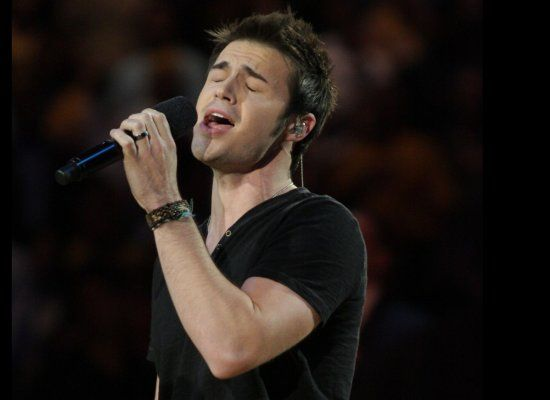 'Idol' Kris Allen sang the National Anthem