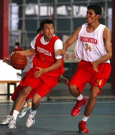 Dari 24, Kini Tersisa 18 Pelatnas Basket SEA Games 2011